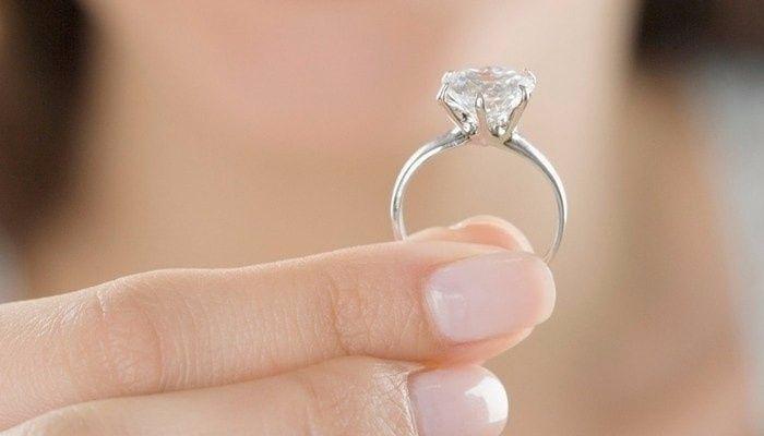 cc828e35256d ¿Fue difícil acostumbrarse a llevar tu anillo de compromiso