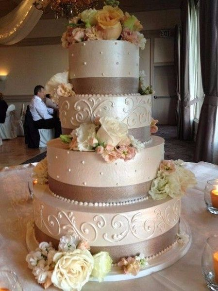 8 Tortas De Matrimonio Con Flores Naturales