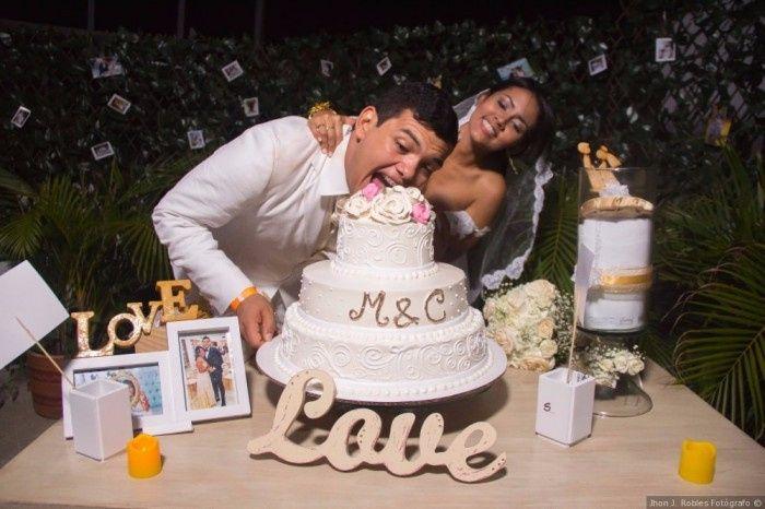 5 fotos con la torta de novios, ¡VOTA! 2