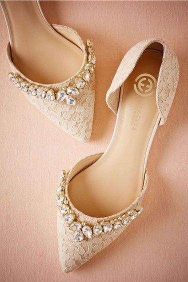 b1ec6f51e62b Zapatos con bisutería  ¿A cuál le dices SÍ QUIERO  5