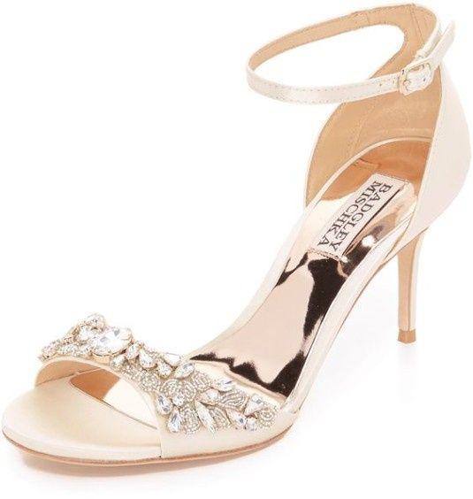 e459b6efcf66 Zapatos con bisutería  ¿A cuál le dices SÍ QUIERO  9