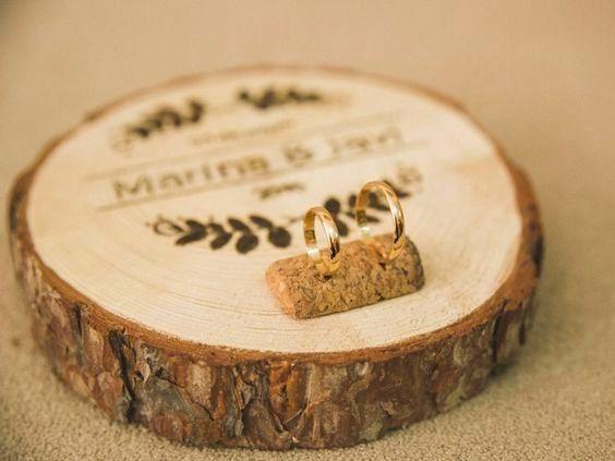 Porta argollas de madera 1
