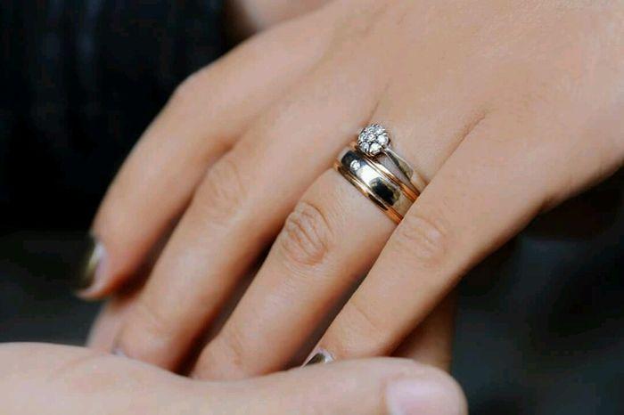 Mano recien casada - Anillo de casado mano ...