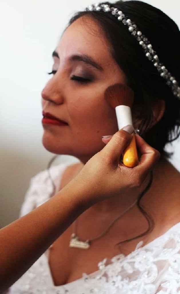 ¿Te tomarías una foto así mientras te maquillan? 💄 - 1