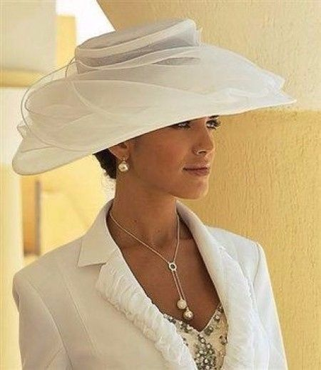 8 propuestas para novias con sombrero 8bb8d4b3194