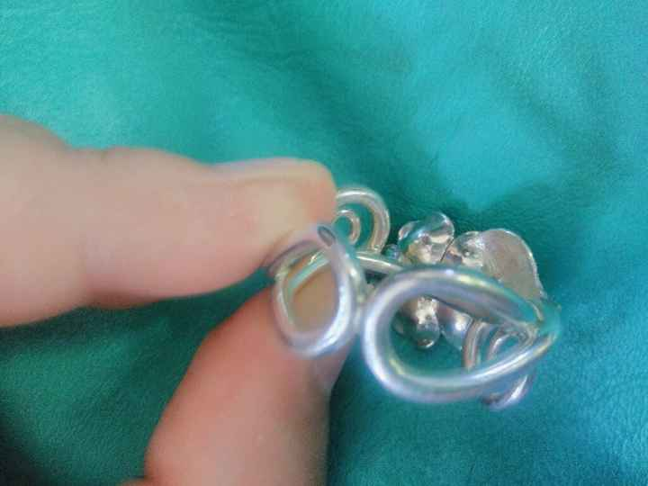 ¿Cómo es tu anillo de compromiso? Elige una opción - 1
