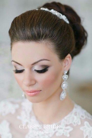 Maquillaje y peinado para novias 2018