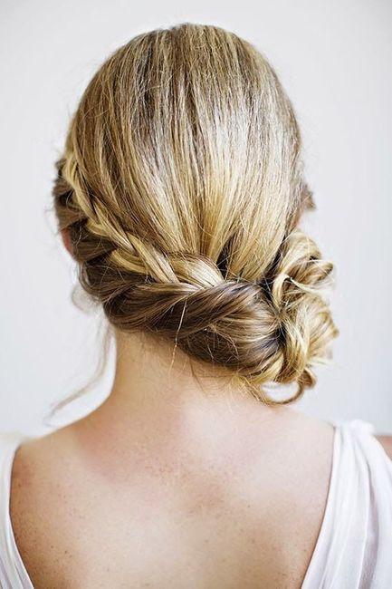 Peinados recogidos hacia un costado