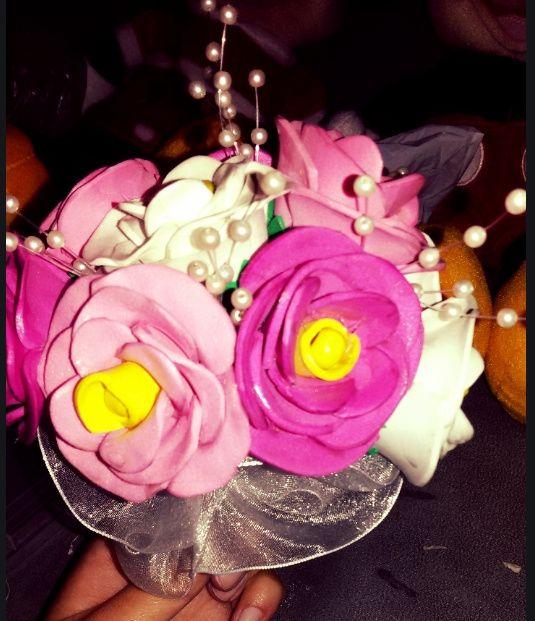 3450551b9d7 Ramo de flores de goma eva