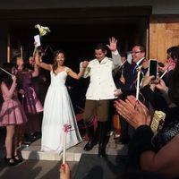 Saliendo de la iglesia ya casados!!