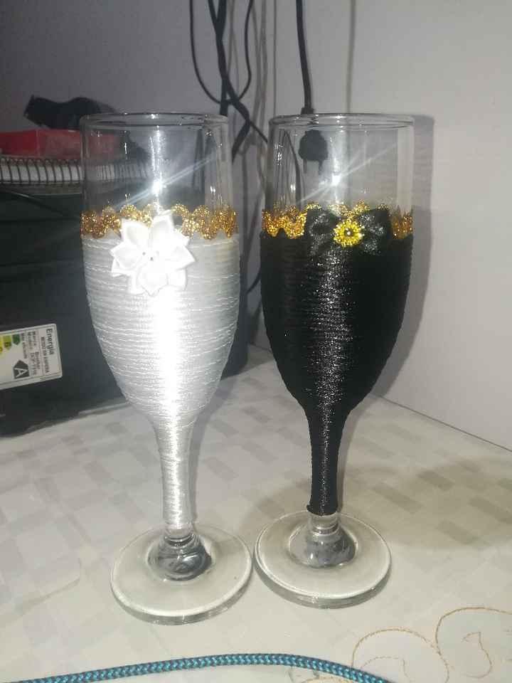 Lore,  si hoy me casara,  sería con estas copas para el brindis🍷 - 1