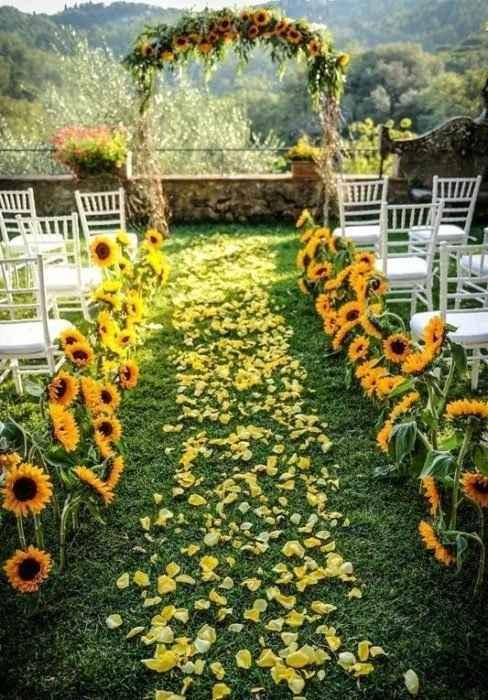 Camino a un maravilloso altar... Mi flor favorita es la maravilla, el girasol, me encantaría que tod