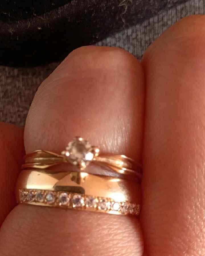 ¿Se lleva el anillo de compromiso junto a las argollas? - 1