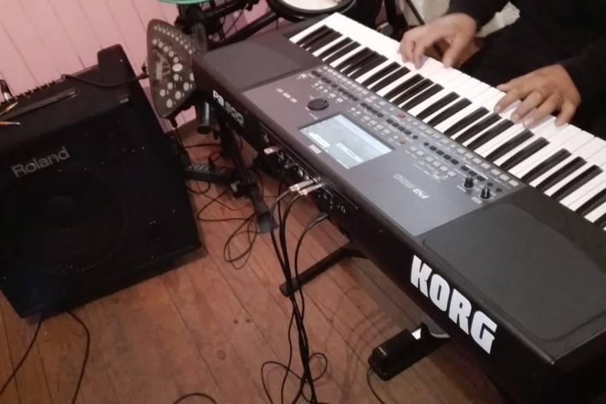 Amplificador roland y teclado