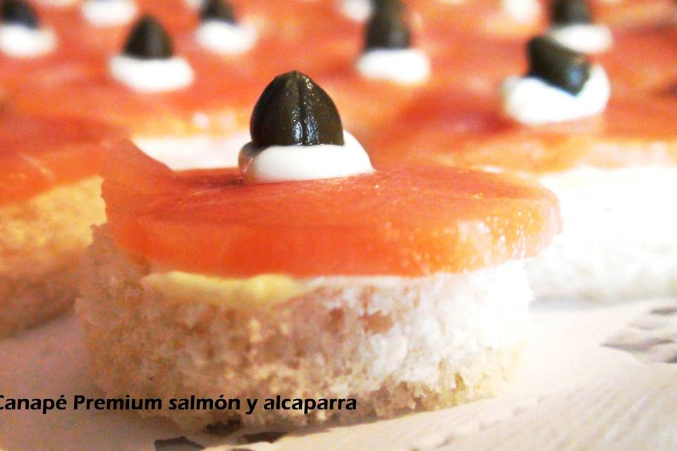 Canapé salmón y alcaparra