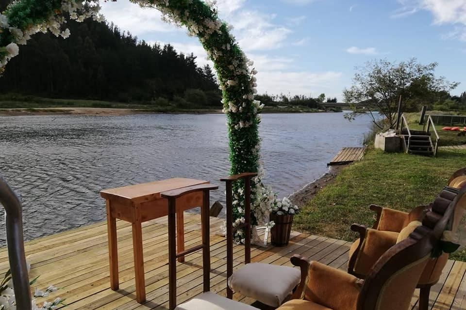 Ceremonia junto al río