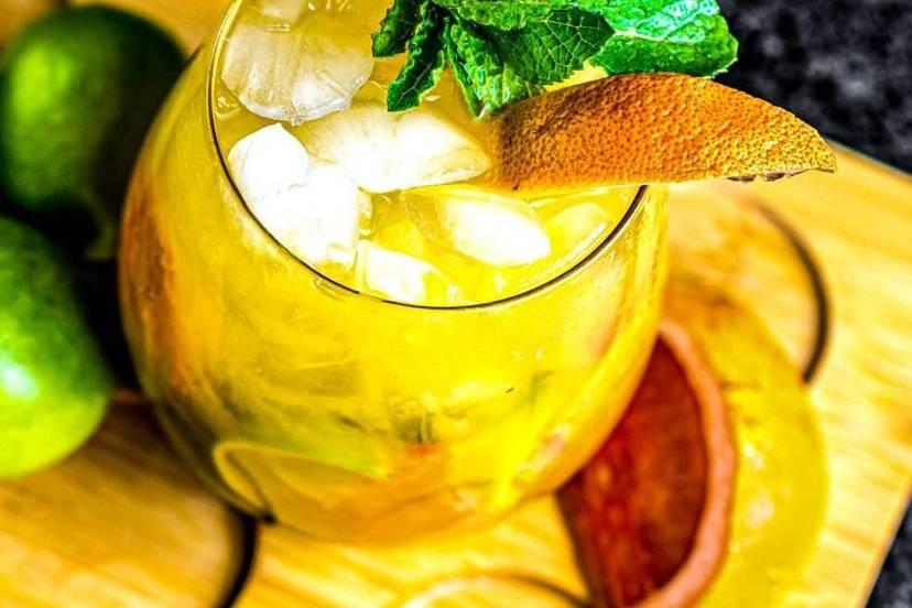 Tropical House Bar
