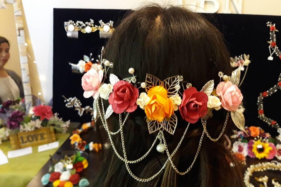 Medio tocado con flores